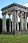 Roman folly in grounds of english estate — Foto Stock