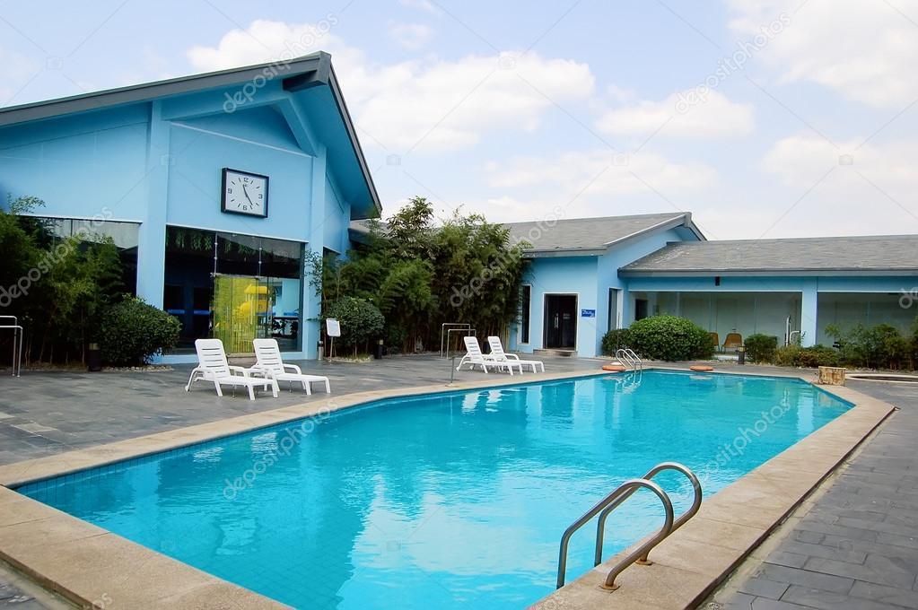 别墅游泳池 — 图库照片
