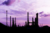 Silhouette of oil refinery plant at twilight morning — Stock Photo