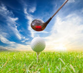 Driver hit golf ball on tee — Stock Photo