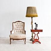Fauteuil de luxe vintage en salle blanche — Photo