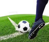 脚踢足球球 — 图库照片
