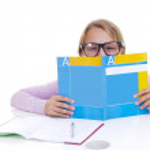 Schoolgirl studing the lesson — Stock Photo