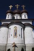 Templet komplex på razanak sergius av radonezh. tempel av tillträdeet av guds moder. ryssland, moskva. — Stockfoto