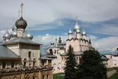 Rostov Kremlin. Church of the Resurrection of Our Lord and the Church of the Protectress. — Stock Photo