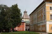 Cremlino di rostov. samuilov corpo e torre dell'acqua. russia, rostov velikij. — Foto Stock