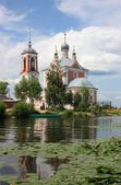 Forty Martyrs Church in the mouth of the river Trubezh. Russia, Yaroslavl region, Pereslavl — Stock Photo