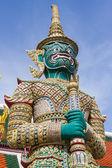 Giant statue in Wat Phra Kaew — Stock Photo