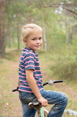 Boy on a bike is going to go on a forest path — Stock Photo