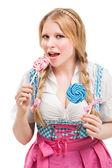 巴法力亚女人连衣裙,持有棒棒糖. — 图库照片