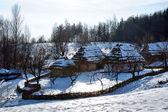 Ukraiński stary, drewniany dom — Zdjęcie stockowe