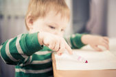 Boy drawing a lines — Stock Photo