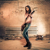 Žena hraje kytara — Stock fotografie