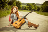 Young musician on a road — Stockfoto