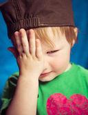 Boy closing one eye — Stock Photo