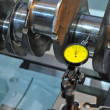 Examination of a crankshaft — Stockfoto