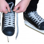 Постер, плакат: Tying laces on hockey skates