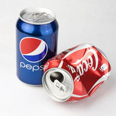 Pepsi and Coca-cola cans — Stock Photo