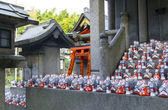 Fox statues at shrine — Foto Stock