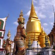 Golden Temple Dome & Guards at the Grand Palace, Bangkok — Stock Photo
