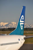 Air New Zealand aircraft at Christchurch with the Southern Alps — Stock Photo