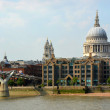 St Paul's Cathedral Dome viewed from Across the Thames River, Lo — Stock Photo