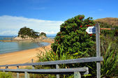 Beach Access Sign at Kaiteriteri Beach, New Zealand. — Stock Photo