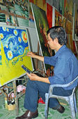 Artist Paints Van Gogh Reproduction in HCMC Art Market. — Stock fotografie