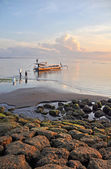 Bali Fishermen Preparing Their Boat at Dawn at Sanur Beach. — Photo
