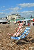 Brighton England - Deck chairs on Brighton Beach. — Stock Photo