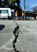 Christchurch Earthquake - Crack in Retreat Road — Stock Photo