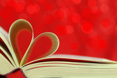 Selective focus image of book pages into a heart shape — Stockfoto