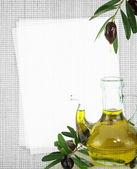Cartão de receita. garrafa de azeite de oliva na textura da tela — Fotografia Stock