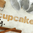 "Stencil word ""cupcakes"" made with flour on wooden table — Stockfoto"