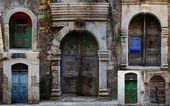 Collection of weathered doors in the old town of Chania — Stock Photo