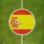 Fotboll fältet center närbild med spansk flagg i cirkel — Stockfoto