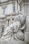 Detail on Queen Victoria Memorial outside St Pauls Cathedral, Lo — Stock Photo