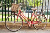 Red Bike in Cambridge — Stock Photo