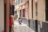 Motorbike in Street in the Santa Cruz Neighbourhood of Seville — Stock Photo