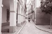 Motorbike in Street in the Santa Cruz Neighbourhood of Seville — Stock Photo