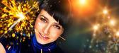 Retrato de joven atractiva mujer celebra con destellos — Foto de Stock