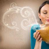 Mooie vrouw met warme verse ruikende haver koekjes met clos — Stockfoto