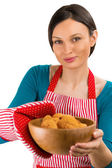 Young pretty woman holdin tasty fresh oatmeal cookies. — Stock Photo