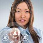アジア ビジネスの女性の社会的なメディアのアイコンを押すこと — ストック写真
