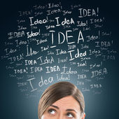 Concepto de idea. mujer de negocios joven con signos de idea en el frente — Foto de Stock