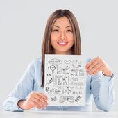 Folha de papel de negócios jovem mulher apresentando com seus planos — Foto Stock