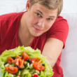 Young handsome man preparing to eat fresh healthy salad - Stockfoto