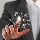 Investeringar koncept. vacker affärskvinna med valutasymboler. — Stockfoto