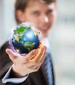 O mundo está em sua mão. imagem conceitual — Foto Stock