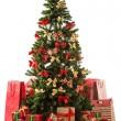vackra julgran med gåva lådor och påsar — Stockfoto